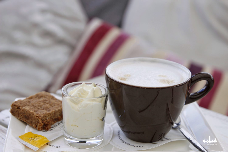 Koffie met slagroom en boerenbrok Restaurant Eetcafe Giethoorn